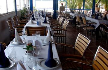 restaurante-los-tarahis-amplia-carta-de-vinos
